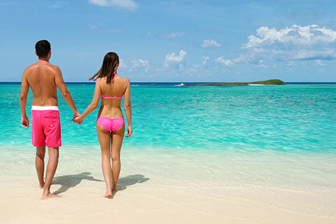 Abaco-Club---Couple-on-Beach-Winding-Bay