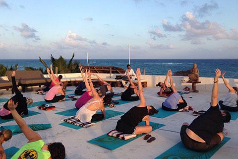 Amansala-rooftop-yoga